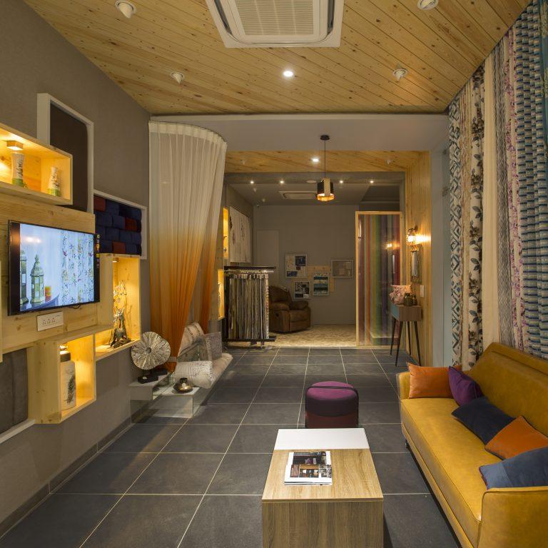 Showroom Interior – Vibrant Furnishing